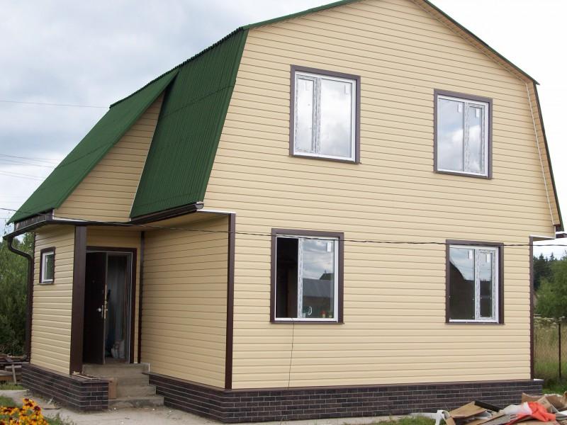 Фото дома из сайдинга салатового цвета